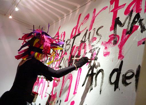 """WEM GEHÖRT SCHWARZ? 23. 10.2015, 20:30 Uhr  - Zero Arts, Ostendstr. 16, 70190 Stuttgart. """"Monat der Performances 2015"""". Foto: Jim Zimmermann"""