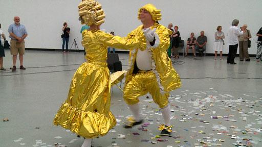 LA PLAISIR - Menuet à Deux mit Rüdiger Scheiffele, Anschließend Tanz mit dem Publikum. 29.8.2015  Württembergischer Kunstverein, Still: Jonnie Döbele