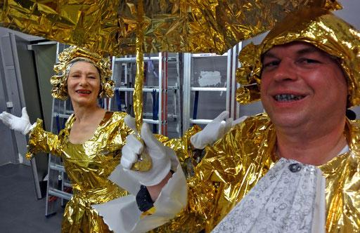 """LA PLAISIR - Menuet à Deux mit Rüdiger Scheiffele, Anschließend Tanz mit dem Publikum. 29.8.2015  WKV Stuttgart im Rahmen der Mitgliederausstellung 2015 - """"AKTIONSRAUM. Ein Raum, ein Labor - viele Aktionen"""". Foto: Jonnie Döbele"""