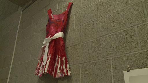 """Das Kleid für """"Amy im Off"""". Still: Jonnie Döbele"""