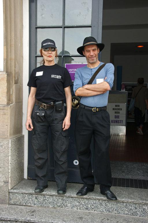"""ACH ECHT? Intervention beim """"Kunstflug"""" - Kunstkongress/Festival 14.-16.5.2015, Alte Feuerwache Mannheim, 14. Mai 2015. Foto: Claudia Strohm"""