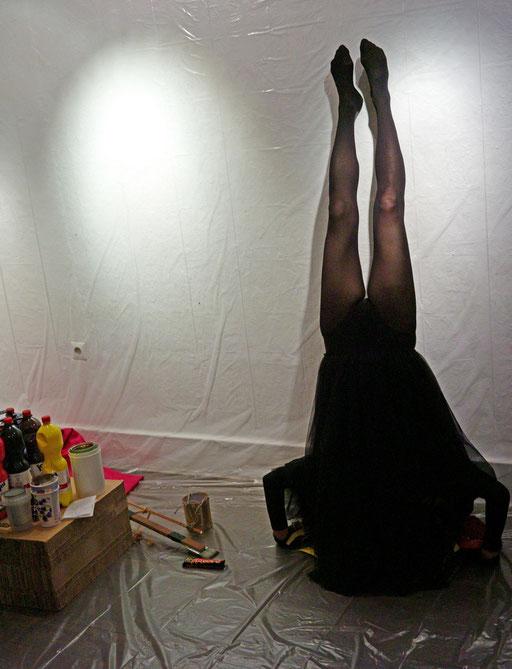 """WEM GEHÖRT SCHWARZ? 23. 10.2015, 20:30 Uhr  - Zero Arts, Ostendstr. 16, 70190 Stuttgart. """"Monat der Performances 2015"""" Foto: Jim Zimmermann"""