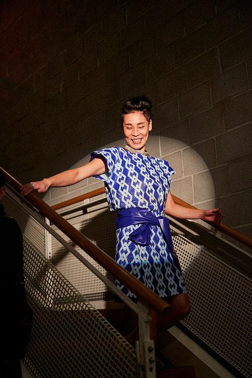 Miyuki trägt eine umgebaute Luftmatratze und ist das dritt liebste Lieblingsmodell der Zuschauer. Kleid: Hanni. Foto: Susanne Wegner