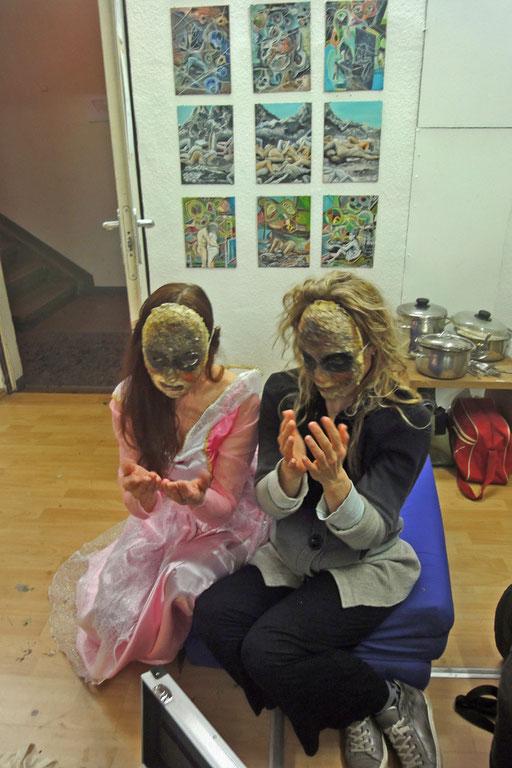PRINCESS FOR EVER, 14.3.2015, - Petra Stransky und Hannelore Kober, Lange Nacht der Museen. Masken von Lambert Mousseka. Foto: Claudia Strohm