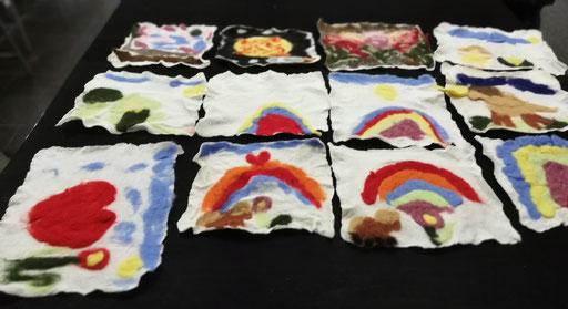 Malen mit Wolle, Filzbilder von 4-6 j. Mädchen