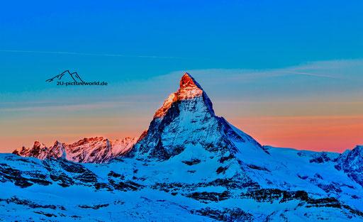 """Bild: Matterhorn bei Sonnenaufgang, """"roter Morgenzipfel"""""""