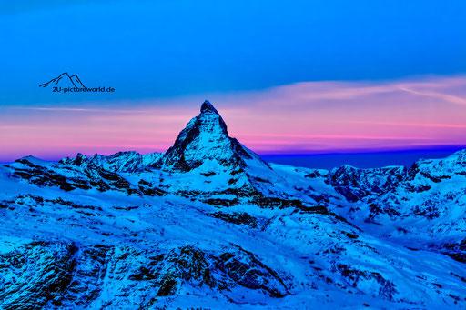 """Bild: Blick vom Telskop-Turm des Kulm Hotels zur """"blauen Stunde"""""""