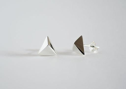 makibishi / pierced earrings