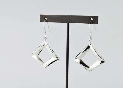 mado /pierced earrings