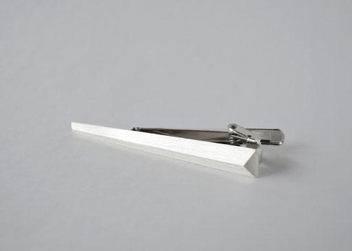 straight / tie-clip