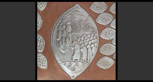 »Durchzug durch das Rote Meer« (Detail) Taufbeckendeckel, Treibarbeit in Silber, 1958