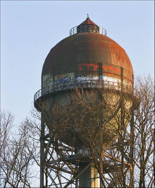Das Lanstroper Ei ist ein Wasserturm mit stählernem K-Fachwerk und einem Stahl-Behälter, seit 1981 bereits als Wasserturm ohne Füllung und außer Betrieb.