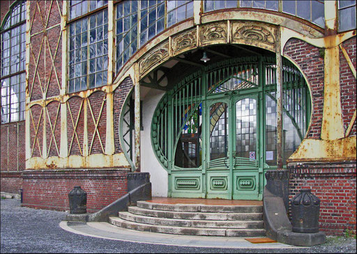 Jugendstileingangsportal der Zeche Zollern.  Eingang zur Maschinenhalle