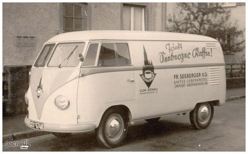 """Ein Fahrzeug aus der Flotte der Ältesten Ulmer Kaffeerösterei """"Seeberger""""."""