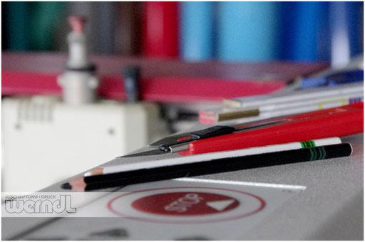 Unser Handwerkszeug: Moderne Plotter und klassische Werkzeuge kombiniert...