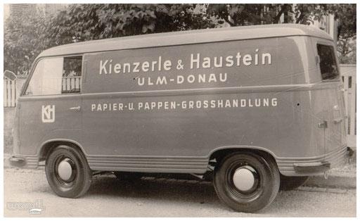 Fahrzeugbeschriftung eines Papier- und Pappengroßhändlers.