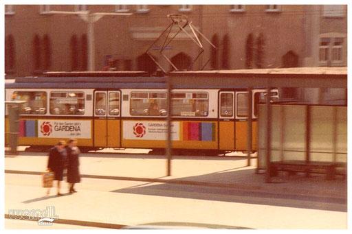 Die Ulmer Straßenbahn der Linie 1.