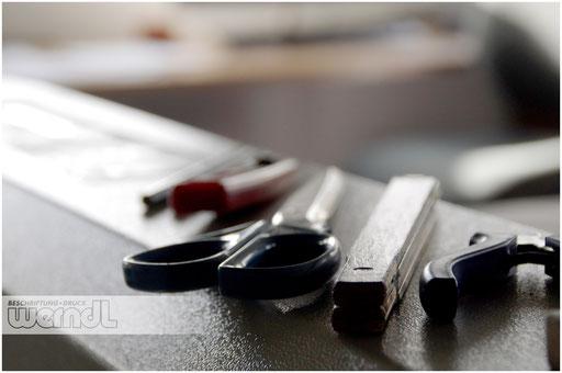 Unser Handwerkszeug: Klassisch, mit Klinge, Schere und Zollstock...