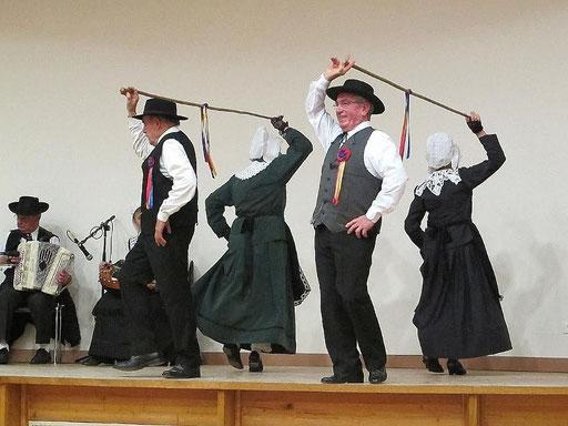 la guimbarde danse folklorique les ménestrels sarladais groupe folklorique en dordogne danse et musique  chants traditionnel folklorique costumes traditionnels occitan folklore en périgord noir
