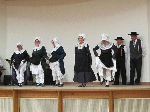 groupe folklorique en dordogne les ménestrels sarladais danse et musique  chants traditionnels folklorique costumes traditionnels occitan folklore en périgord noir