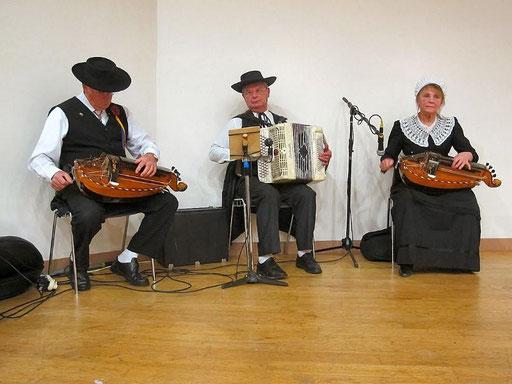 les ménestrels sarladais groupe folklorique en dordogne danse et musique  chants traditionnel folklorique costumes traditionnels occitan folklore en périgord noir animation culturelle gastronomie et tourisme sud ouest