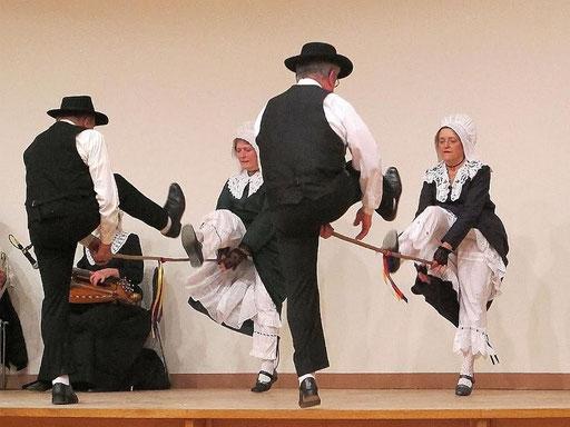 l groupe folklorique en dordogne les ménestrels sarladais danse et musique  chants traditionnel folklorique costumes traditionnels occitan folklore en périgord noir