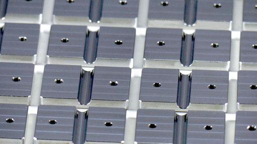 Bauteil aus Aluminium, hergestellt per CNC-Fräsbearbeitung