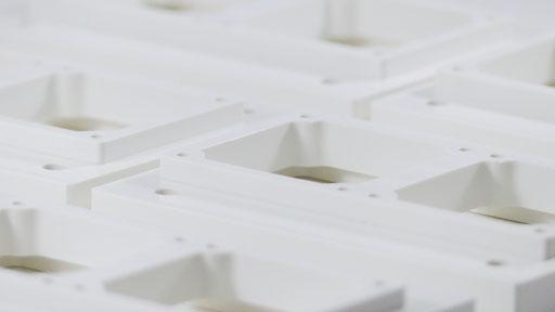 Frästeil aus Hart-PVC in Keinserie, Sichtbauteil mit Lackierung