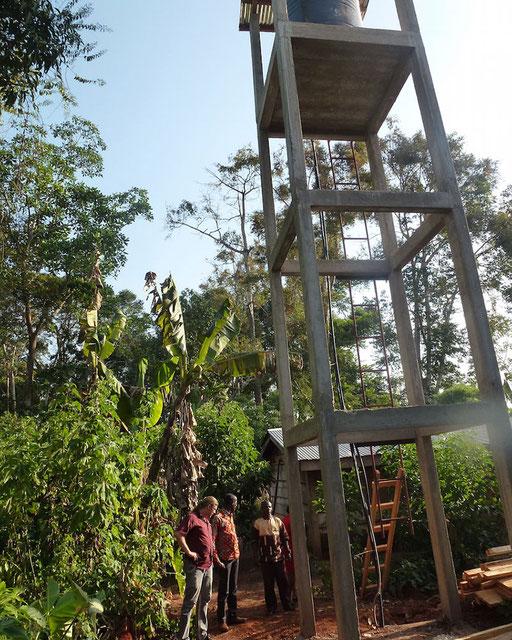 Makok, Atok, Est – Adduction d'eau avec pompe solaire, 240 W, débit 5 m3 par jour.