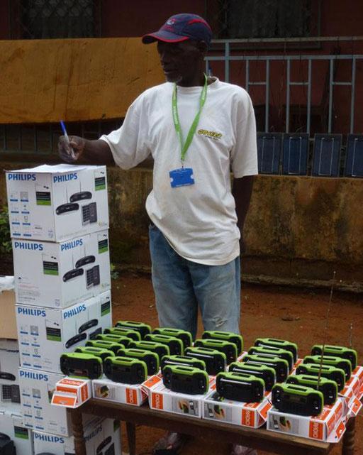 Electrification 15 Villages CE-Est – Communauté d'Assok. Le matériel solaire commandé doit être chargé d'abord.