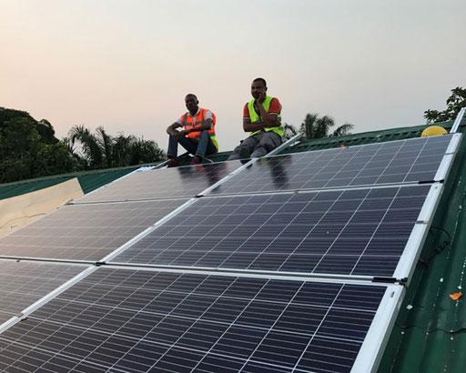 Notre CTO sur la toiture avec les modules.
