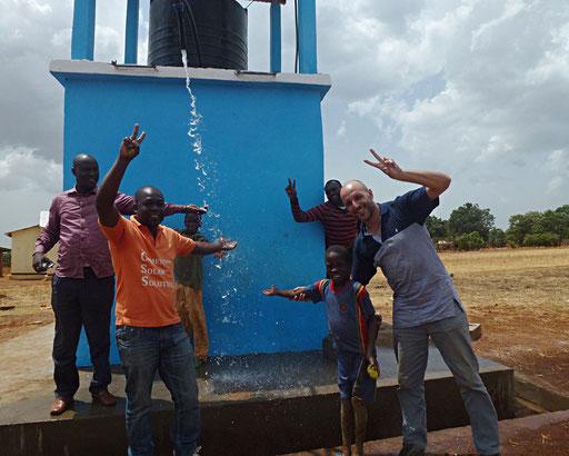Mbouhari, Nganha, Adamaoua – Adduction d'eau avec pompe solaire, 360 W, débit 6 m3 par jour.