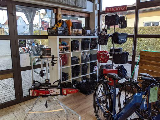 Vielfältiges Zubehör in der e-motion e-Bike Welt Ravensburg