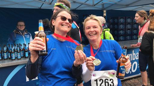 Petra Hasselhoff-Styhler die ihrem allerersten Marathon lief mit Jutta Mohrmann zusammen