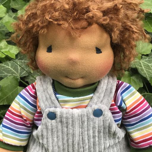 CHARLIE Stoffpuppe mit Wendelatzhose, Haarfarbe butterblond