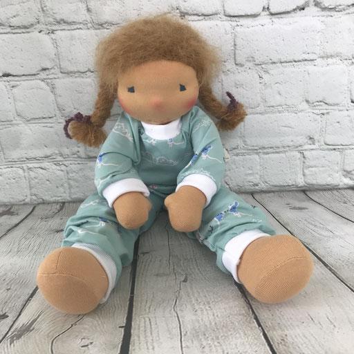 auch Puppenkinder brauchen einen Schlafanzug