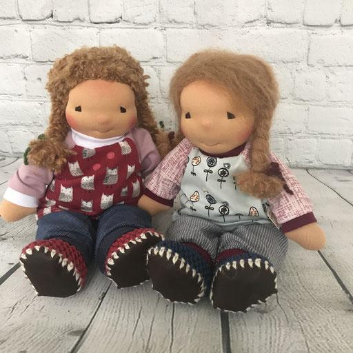 Puppen Mädchen (34 cm) mit farbenfroher Puppenkleidung