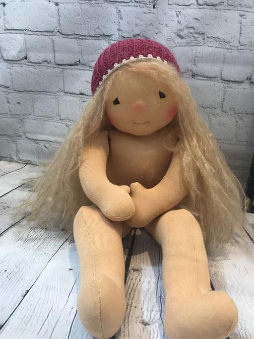 grosse Stoffpuppe mit langen offenen Haaren strohblond (52 cm)