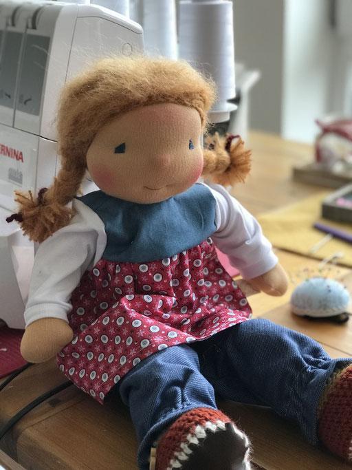 Puppenkleid mit Blümchenmuster