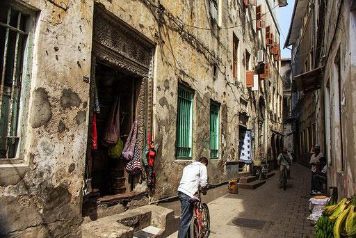 Una delle vie di Stone Town a Zanzibar