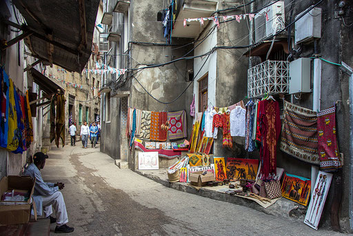 Una via di Stone Town a Zanzibar