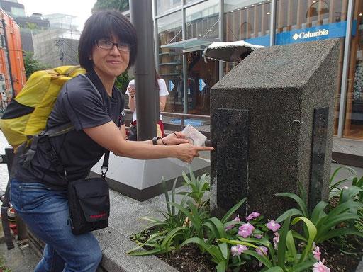 登山ガイドの恩田さんと一緒の講座。穏田橋にて。キャットストリートは渋谷川だった!