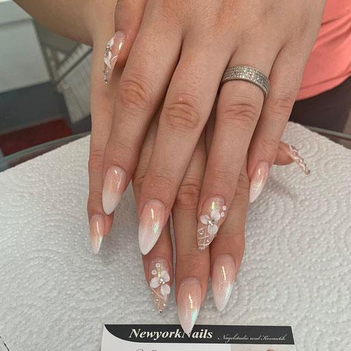 Brautnägel mit Blumenmuster