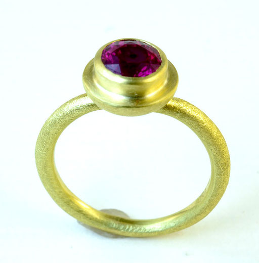 Ruby ripple ring, 18KY