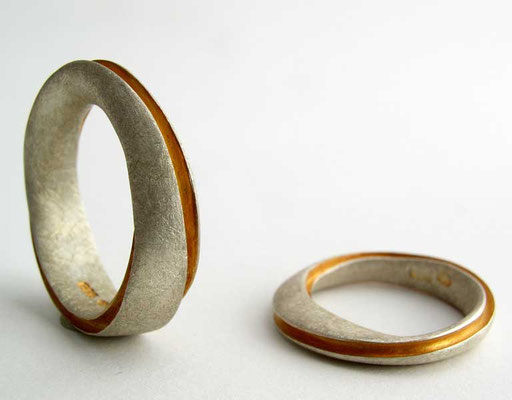 Möbius rings, 24ky, 18kw