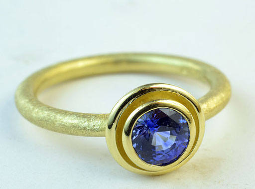Sapphire ripple ring, 18KY