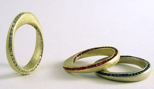 Möbius rings, diamonds, rubies or sapphires