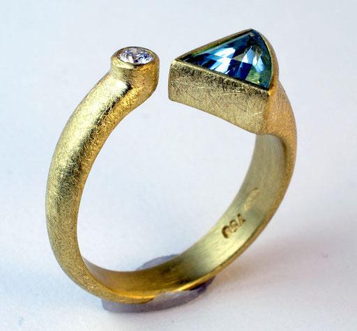 Aquamarine, diamond, 18KY