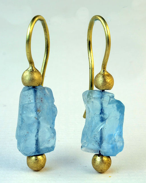Aquamarine rock dangles, 18KY