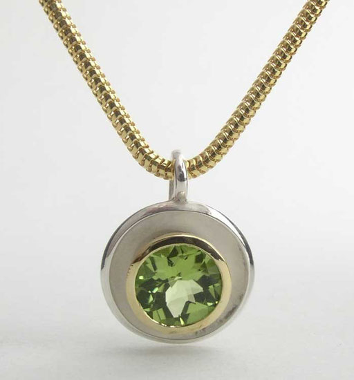 Ripple pendant, peridot, 18ky, sterling